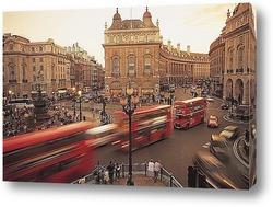 Телефонные будки и двухэтажный автобус в Лондоне