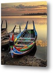 Постер Старые лодки на озере в Мьянме