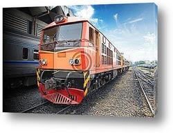 Железнодорожная станция в горах с поездом высокой скорости