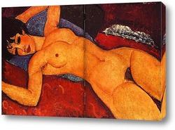 Обнажённая женщина на диване