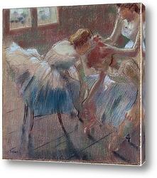 Три танцовщицы в красном