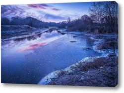 Постер Раннее, морозное весеннее утро на речке наполовину покрытой тонкой ледяной коркой