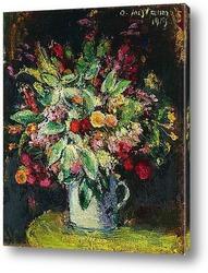 Букет цветов в кружке на тарелке