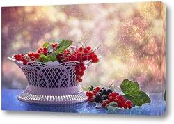 fraises, fleur et feuille - fruit rouge dГ©tourГ© sur fond blanc