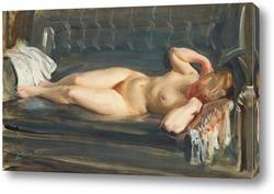 Постер На серо-голубом кожаном диване