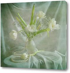 Постер Белые тюльпаны с жемчугом