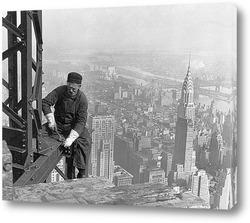 Постер Рабочий помогает поднять Эмпайр Стейт Билдинг 25 этажей, 1931