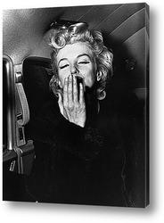 Постер Мерлин Монро посылающая воздушный поцелуй,1956г.