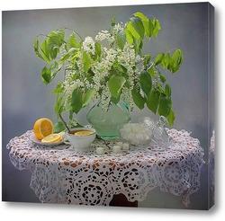 Азиатский травяной чай на старом деревенском столе
