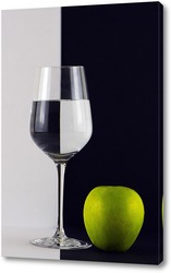 Постер Черное и белое с зеленым яблоком