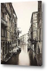 Venice, Ponte Rialto bridge with gondola