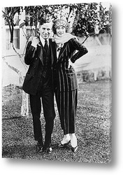 Чарли Чаплин с сигаретой.