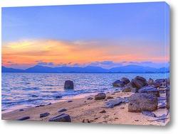 Закат на каменистом берегу