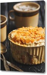 Постер Десерт с миндалем, кремом и кофе.
