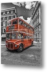 Культовый Лондонский Автобус в сумерках.