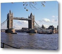 Солнечная панорама с видом на мост