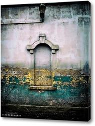 Окно на белом стене