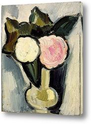 Белые и розовые цветы в вазе