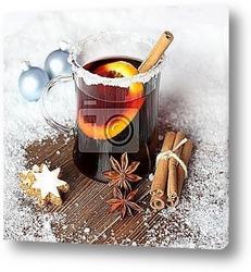 Чайный сервиз на деревянном столе