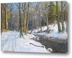 Снежный пейзаж в лесу