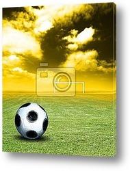 Футбольные игроки на закате