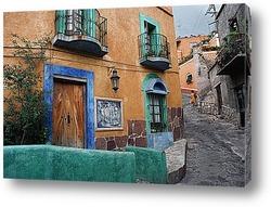 Красивая улица с цветами в Италии