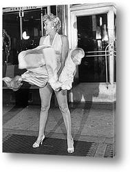 Мерелин  Монро с бриллиантовым ожерельем.