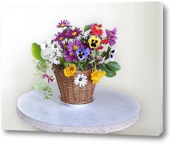 Картина Букет из цветов в лукошке на белом фоне