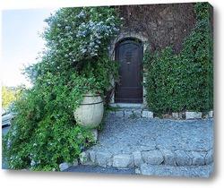 Дверь с вазой во дворике в Сен-Поль-де-Венс