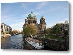 Берлинский центральный вокзал на рассвете.