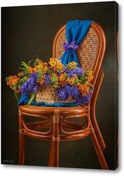 Картина С букетом цветов на стуле