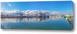 Постер Зимняя панорама мелководного причала морпорта Сочи