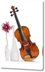 Постер Скрипка, две белых вазы и цветок