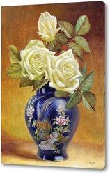 Розы в восточной вазе