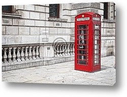Постер Traditional old style UK red phone box in London.