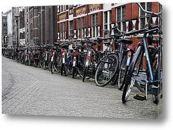 Типичная архитектура Амстердам с велосипедами