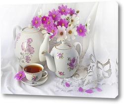 Картина Чашка чая с чаниками и букетом космеи