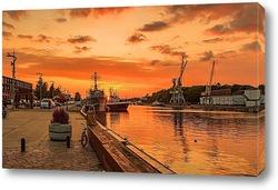 Постер корабли на закате