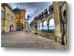 Средневековый замок с мостом и рвом