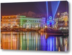 """Постер Ночное отражение торгового центра """"Grand Marina"""" в сочинском морском порту"""