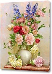 В белой вазе