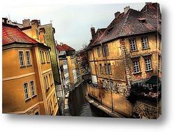 На оживленной улице Праги