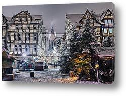 Постер Церковь и Старый город Ганновер ночью в зимний период
