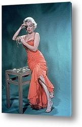 Постер Мерелин Монро рассматривающая бриллианты,1950г.