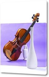 Постер Натюрморт со скрипкой и белыми вазами на фиолетовом фоне