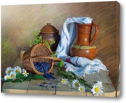 Стеклянные предметы на темном  фоне с голубыми бликами
