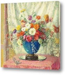 Натюрморт из цветов яблони в вазе