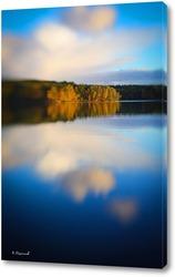 Постер Осенний пейзаж, река и голубое небо