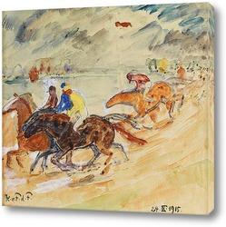 Пятнистый белый конь, бегая по полянке