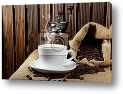 Чашка эспрессо и кофейные зерна